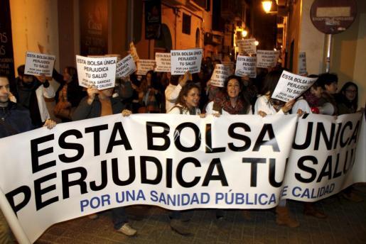 Uno de los momentos de la protesta de las enfermeras por las calles de Palma.