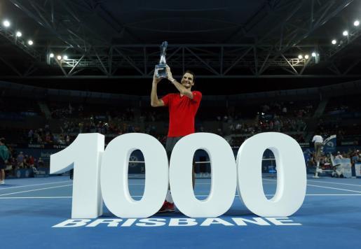 El tenista suizo Roger Federer celebra la victoria número 1.000 de su carrera, conseguida en el torneo de Brisbane.