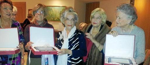 Pilar Roses, Marta Zoreda (Presidenta de la Federación Balear de Bridge), Pitita Frutos, Pepi Balanzó de Fabré y Juanita Casasallas de Campuzano.