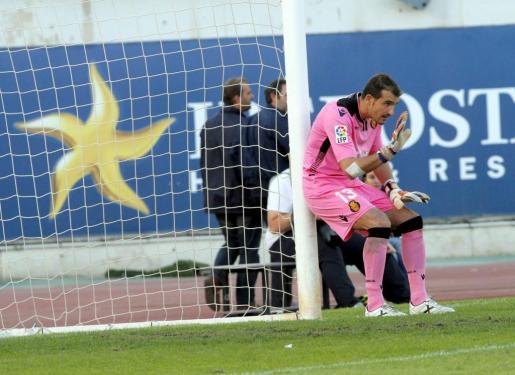 El portero del Real Mallorca Jesús Cabrero durante un partido de esta temporada con el conjunto bermellón.