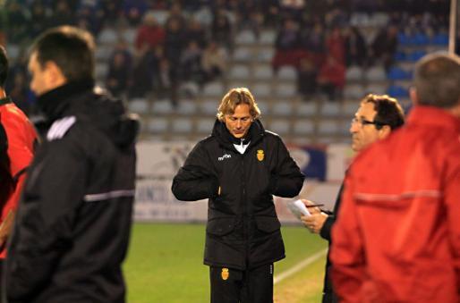 Valeri Karpin, entrenador del Real Mallorca, durante un partido de esta temporada.
