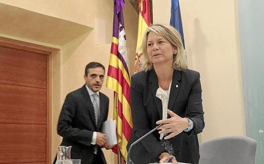La Ley de Mecenazgo Cultural de Núria Riera incorpora una disposición que cambia el canon de aguas, que depende del conseller d'Hisenda, José Vicente Marí.