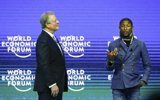 Al Gore y Pharrell Williams durante el foro de Davos.