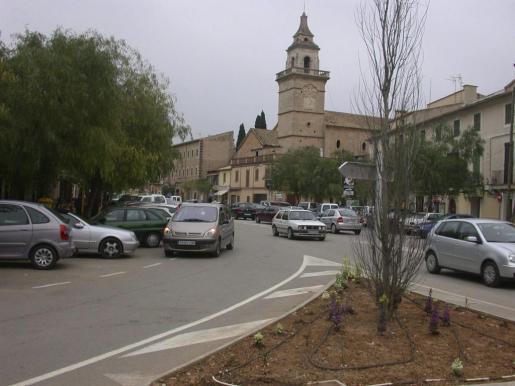 Un detalle de la plaza Hostals de Santa Maria.