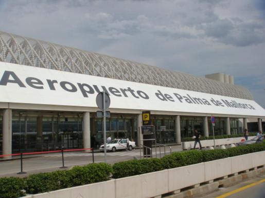 Entrada al aeropuerto de Son Sant Joan.