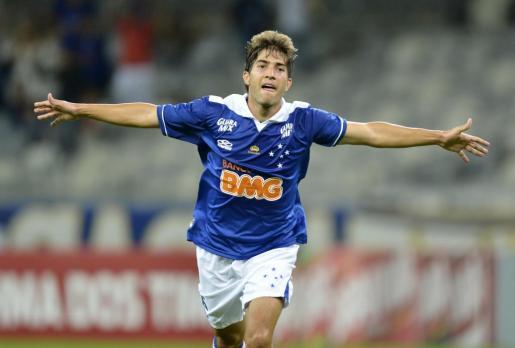 El Cruzeiro ha confirmado este viernes el traspaso del centrocampista Lucas Silva al Real Madrid.