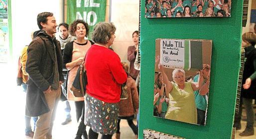 En la muestra se exhiben diversas fotografías y carteles que simbolizan estos dos años de conflicto educativo.