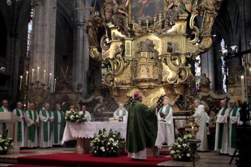 El obispo de Mallorca, Javier Salinas, ha oficiado la misa.