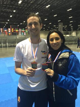 Los mallorquines José Antonio Rosillo y Brigitte Yagüe posan con las medallas conseguidas en el abierto de Estados Unidos de Taekwondo.