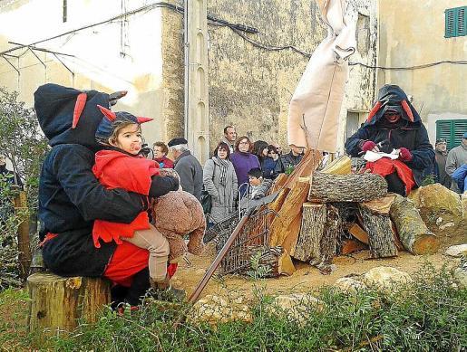 En el 'llogaret' de Son Negre (Felanitx) los vecinos también quisieron participar de las tradicionales ''beneïdes en honor a Sant Antoni.