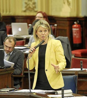 La consellera d'Educació, Núria Riera, en una imagen de archivo en el Parlament.