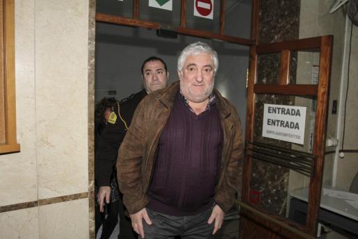El alcalde de Lloseta, Bernat Coll, a su llegada al juzgado de Palma.