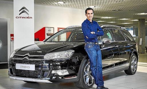 Contador, ganador de dos Tours de Francia, dos Vueltas a España y un Giro de Italia, junto al C5.