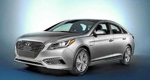 Hyundai Sonata Plug-in Hybrid Electric Vehicle (PHEV), Front 3/4 Exterior.