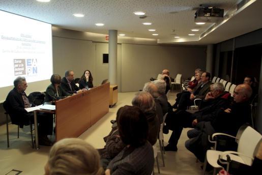Joan Francesc Planes, Juana Lozano, Andreu Rotger y Carme Muñoz, durante el coloquio sobre la desigualdad social.
