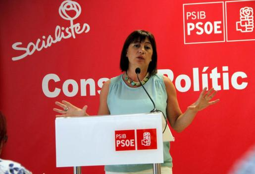 La candidata al Govern del PSIB, Francina Armengol, durante un acto en la sede de los socialistas en Palma.