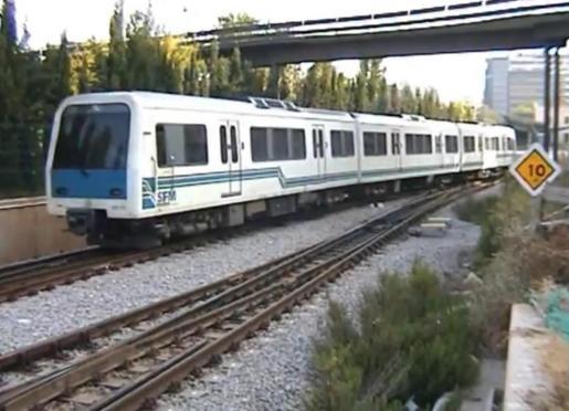 Los trenes llegaron a Mallorca entre los años 1995 y 1997 (fecha en que, aproximadamente, está tomada la imagen) y se explotaron comercialmente hasta el año 2012.
