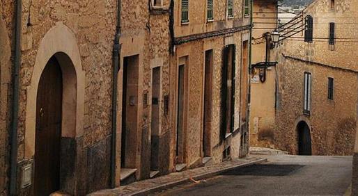 Sus calles y el patrimonio del barrio invitan al turismo cultural.
