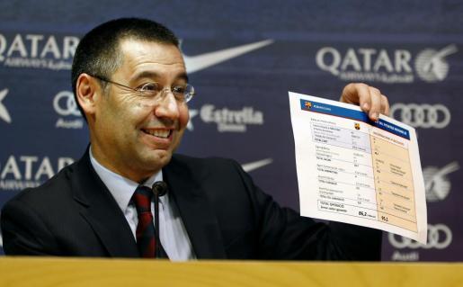 El presidente del FC Barcelona, Josep María Bartomeu, durante la rueda de prensa que ofreció hace un año en la sede del club para explicar los pormenores del fichaje del jugador brasileño Neymar.