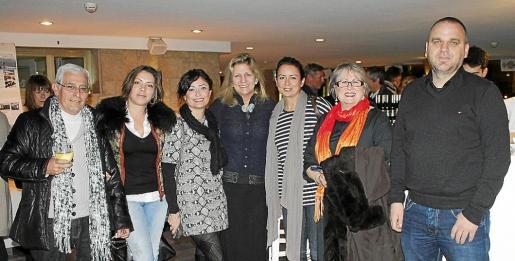 Pep Gilet, Camelia Mustatea, Ana Misuko, Judy Bullmore, Ester Eco, Maria Antònia Martorell y Jon Mustatea.
