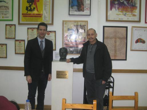 Fernando Gilet y Gabriel Frontera durante la presentación de los actos de conmemoración del 40 aniversario de la Escuela de Música y Danzas de Mallorca.
