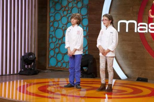 Manuel y Martina, momentos antes de conocer quién sería el ganador de MasterChef Junior 2.