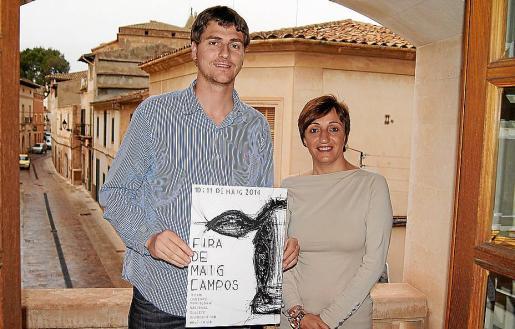 El alcalde Sebastià Sagrerasjunto a Francisca Sureda.