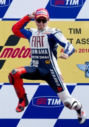 Jorge Lorenzo ceelbra su victoria en el circuito de Assen, correspondiente al Gran Premio de Holanda.