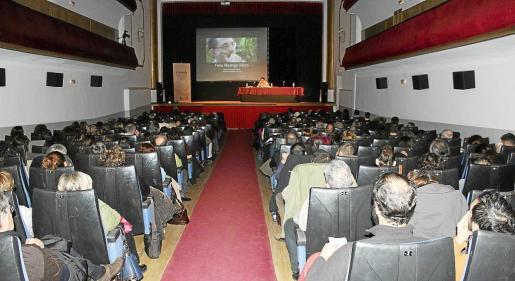El teatro de Muro acogió el congreso, que comenzó a las 10 de la mañana y finalizó al anochecer.