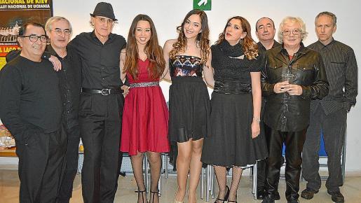 Jesús Lemon, Mondi Suárez, Mento Hevia, Sara Moritán, Lorena Ares, Patricia Vallina, Seve Álvarez, José Miguel Díaz y Carlos García.