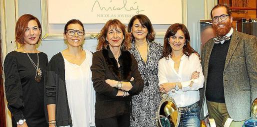 Vicky Marqués, Lluïsa Llull, Andrea Pomar, Manuela Palomares, Margarita Bauzá e Isaac Amselem.