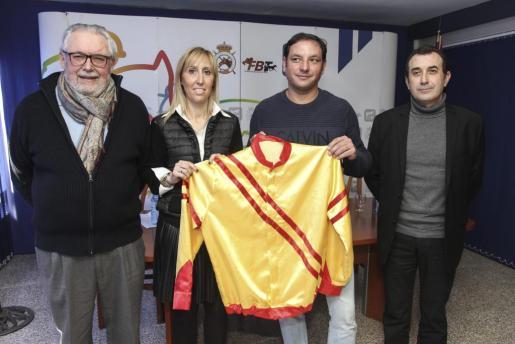 Joan Llabata, Catalina Soler, Guillem Andreu, y Nicolau Gómez en la presentación de Andreu como representante balear en el Campeonato del Mundo de Conductores.