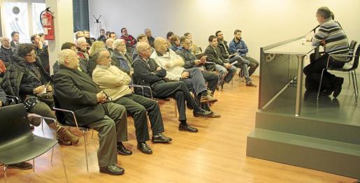 Imagen de archivo de los representantes de las federaciones de Balears durante una reunión con el Govern.