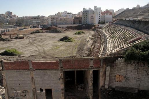 Demolición del estadio Lluis Sitjar.