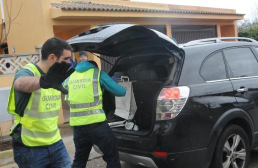 Imagen de archivo de una actuación policial de la Guardia Civil en Calvià. g Foto: MICHELS