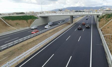 El departamento de Carreteras del Consell de Mallorca ha finalizado este lunes la reapertura al tráfico la autopista de Llevant a la altura de las obras del nuevo enlace hacia el Molinar, suprimiendo el desvío lateral en dirección al aeropuerto, habilitado en esa zona en octubre pasado.
