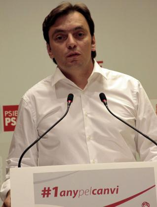 Francesc Miralles, candidato del PSIB-PSOE, durante su conferencia.