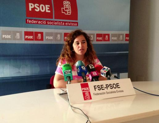 Pilar Costa, portavoz del PSIB, durante una rueda de prensa.
