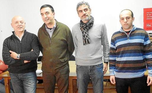 Josep Ll. Colom (PSOE), Jaume Servera (Més), Jaume Martí (Podemos) y Alberto Ruiz (Guanyem) durante la presentación de Junts per Sóller.