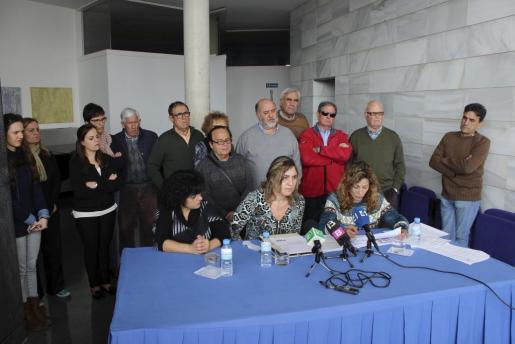 Momento de la rueda de prensa de los escindidos del PSOE de Lloseta.