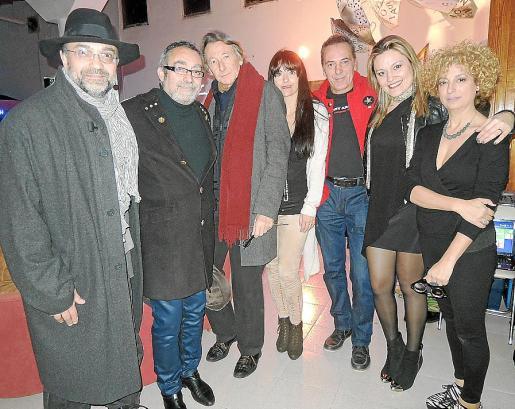 Miquel Segura, Toni de la Mata, Miquel Martorell, Anna Anglada, Toni Arom, Caterina Ross y Marga González.