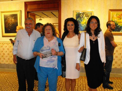 Pere A. Serra, Mercedes Fornés, Mª Rosa Salinas e Irene Judit Martín.