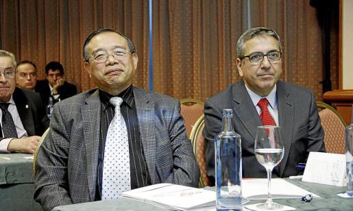El consejero económico y comercial de la Embajada de China, Chen Yuming, y el director de Invest in Spain (Icex), José Carlos García de Quevedo.