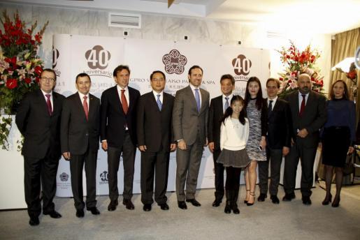 Las autoridades durante la celebración del 40 aniversario del Hotel Valparaiso.
