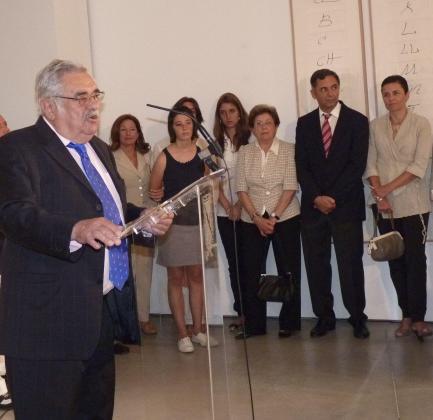 Pere A. Serra pronunció un discurso de agradecimiento rodeado de sus familiares.