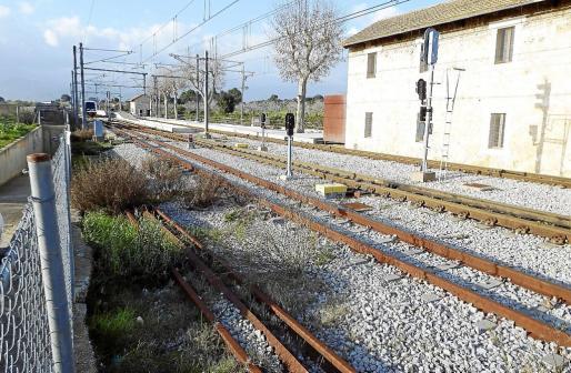 Actualmente, la electrificación del tren solo llega hasta la estación de s'Enllaç, en Inca.