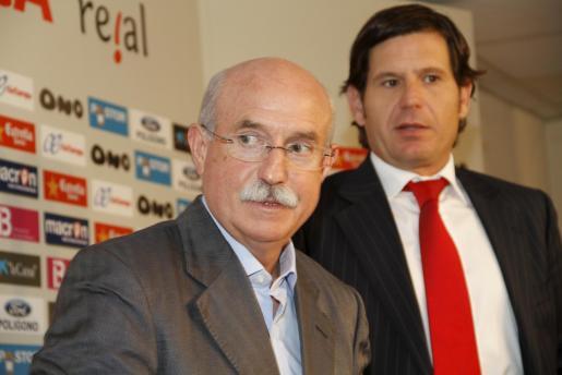 Llorenç Serra Ferrer y Mateo Alemany, en la rueda de prensa ofrecida esta tarde.