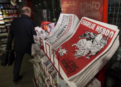 """El semanario satírico """"Charlie Hebdo"""" ha vuelto a los quioscos con esta portada."""