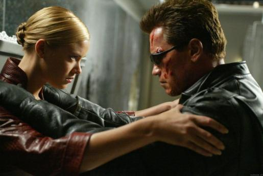 Kristanna Loken y Arnold Schwarzeneggeren en la película Terminator 3.