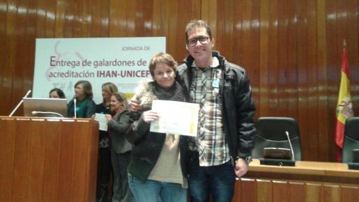 El galardón al hospital de Manacor fue recogido por Toni Galmés y por Francesca Gelabert.